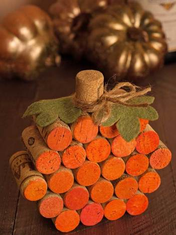 Diy fall decorations that use wine corks diy home decor. Pumpkin wine cork art work.