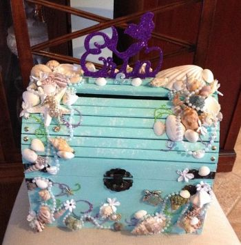 Mermaid treasure chest. DIY birthday party ideas. Mermaid under the sea. Who doesn't love mermaids?! This is genius! So perfect for kids birthday parties! Under the sea and the little mermaid as a party is awesome! So many DIY ideas that are easy and cheap. Which is even better since we done want to break our budgets throwing a mermaid party. I like the food, dessert, decorating, activity ideas! Love it saving it for later!