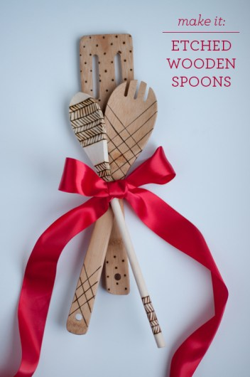 How to make wooden etched spoons to sell on etsy! 14 DIY Crafts to Make and Sell on Etsy: I always need extra money! Making trending crafts to sell online is just genius! I love that Etsy is for us crafty people to make some extra money through DIY projects. For others like me us crafty people will love this post! For sure pinning for later! Maybe one day I'll start my own side hustle business!