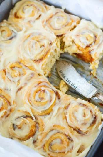 30 minute pumpkin cinnamon rolls how to make pumpkin desserts this fall