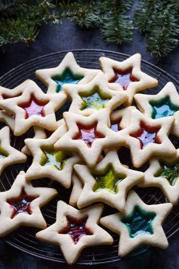 Stained Glass window Gluten Free Cookies. 25 Days of Christmas Cookie Exchange: Christmas time is here! Yay! That means cookies!! I love baking and throwing parties! I love the idea of a cookie exchange. It really is genius! Hosting a cookie party for close family and friends sharing cookies and new recipes! I think this will be a new Holiday tradition for sure! Pinning for later!