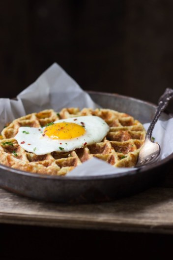 So I'm always looking for good breakfast recipes but I needed ideas that fit with my Ketogenic diet lifestyle. I love these egg lover recipes that will help you lose weight. I cant believe that you can lose weight by eating cheese and bacon for breakfast! It's important to start your day off right! I am a huge fan of these crazy easy egg breakfast recipes for the keto diet beginners! This is a must try! Pinning for later! #ketogenic #ketodiet #breakfastrecipes
