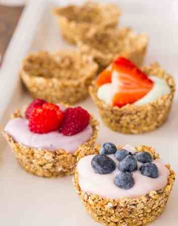 Granola Cups with Yogurt and Fresh Berries | Easy brunch Recipes