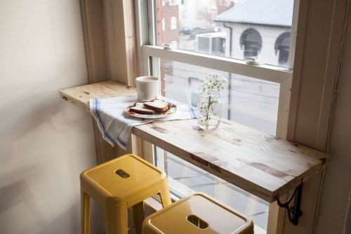 DIY Breakfast Nook | DIY Small Space Living Hacks