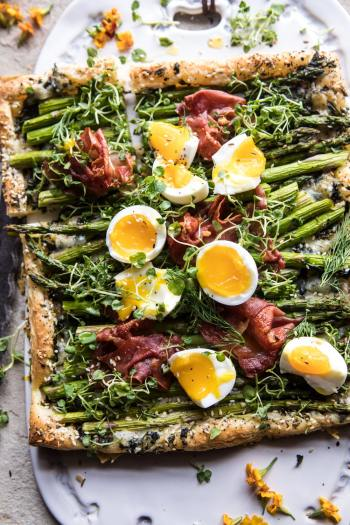 Asparagus Egg and Prosciutto Tart | Easy Puff Pastry Recipes