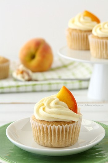 Peaches and Cream Stuffed Cupcakes | Cheesecake Stuffed Desserts