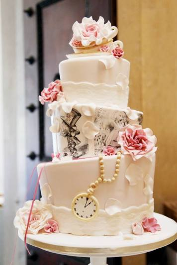 Alice in Wonderland | 10 Book Lover Wedding Cake Ideas