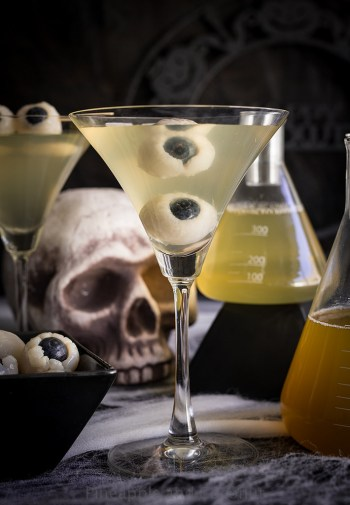 Creepy Eyeball Martini | Spooky Halloween Cocktails