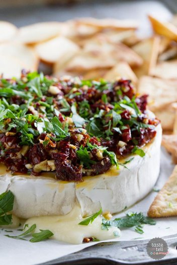 Baked Brie Recipes with Sun Dried Tomatoes | 15 Holiday Baked Brie Recipes For Easy Entertaining #bakedbrierecipes #holidayappetizers #easybakedbrie
