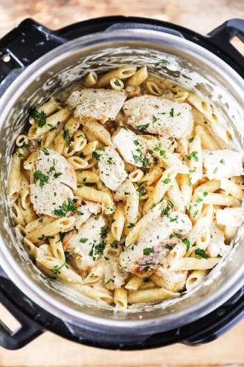 Instant Pot Chicken Alfredo Pasta | 11 Instant Pot Comfort Food Recipes #instantpotrecipes #instantpotcomfortfood #fastcomfortfood