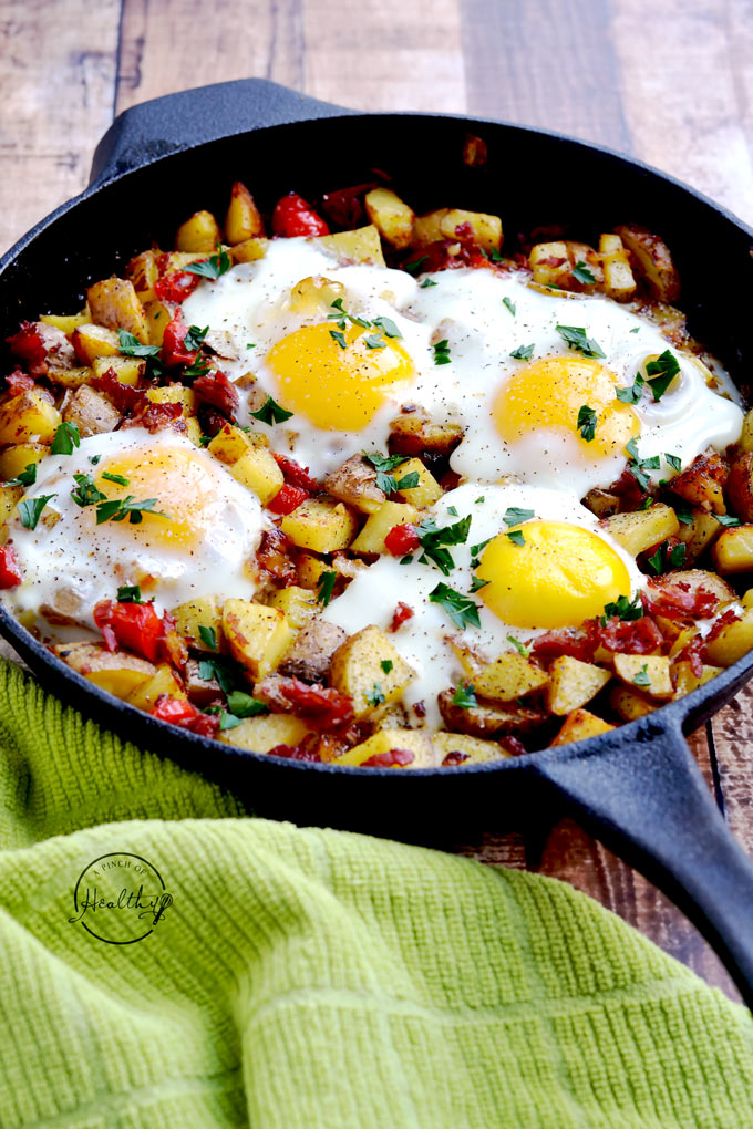 Irish Corned Beef Hash | These Irish comfort foods have the spirit of tradition with a fun twist. Irish food is rooted in tradition and is typically stews or long braises which to me is instant comfort foods. These dishes are hearty and just melt in your mouth. Choose from slow cooking stews, pan-fried potatoes, and lots of Guinness beer. #xokatierosario #irishcomfortfood #irishrecipes #stpatricksdayrecipes