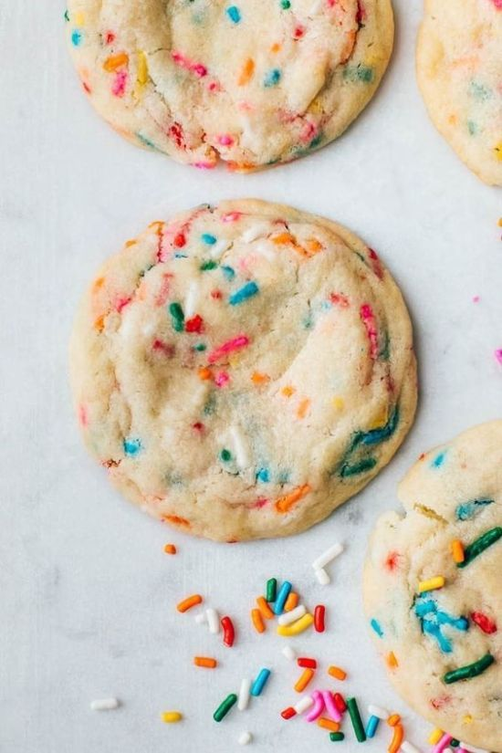 Funfetti Cookies | Do you wish that every day can be your birthday? Making funfetti birthday cake is like celebrating your birthday anytime you want. Funfetti birthday cake is a moist vanilla cake that is studded with rainbow sprinkles, so it looks like confetti. You can choose from cinnamon rolls, biscotti, whoopie pies, and even white hot chocolate! #xokatierosario #funfettibirthdaycake #birthdaycakedesserts #funfetticakedesserts