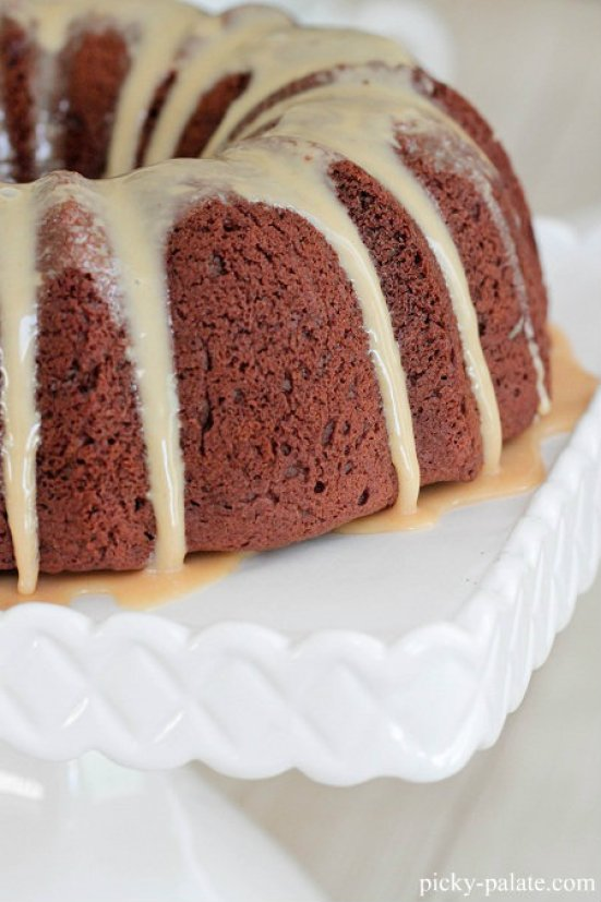 Chocolate Peanut Butter Bundt Cake | Bundt cakes are simple cakes that are perfect for any beginner baker. They come out beautiful every time. The bundt cake pan was originally designed for a thick, dense cake batter like a pound cake. These bundt cakes are foolproof recipes that are super impressive and taste delicious! So let's get started, here are 18 Bundt Cake Recipes That Anyone Can Make! #xokatierosario #easybundtcakerecipes #bundtcakesrecipes #bundtcakesdecorations