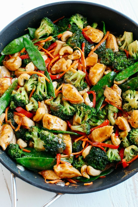 Cashew Chicken Stir Fry | This is for those who are looking for healthy easy recipes with minimal cleanup. The solution is easy, making one pot healthy meals. Choose from one pot recipes like Cashew Chicken Stir Fry, Spicy Thai Noodles, or Mexican Rice Casserole! These one pot healthy dinners are sure to make cooking on a busy weeknight so much easier. #xokatierosario #onepothealthymeals #easyonepanrecipes #easyhealthymeals