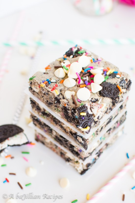 Funfetti Cookies n Creme Blondies | Do you wish that every day can be your birthday? Making funfetti birthday cake is like celebrating your birthday anytime you want. Funfetti birthday cake is a moist vanilla cake that is studded with rainbow sprinkles, so it looks like confetti. You can choose from cinnamon rolls, biscotti, whoopie pies, and even white hot chocolate! #xokatierosario #funfettibirthdaycake #birthdaycakedesserts #funfetticakedesserts