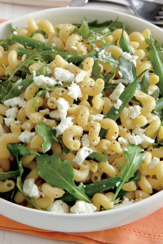 Lemony Pasta Salad Recipe | These spring garden party recipes are light and refreshing and perfect for any outdoor entertaining. With the warmth of spring and all the flowers blooming throwing a garden party is the best way to embrace the new season. These simple garden party recipes are something anyone can make and impress your guests. #xokatierosario #springdinnerideas #gardenpartyfood #easypartyrecipes