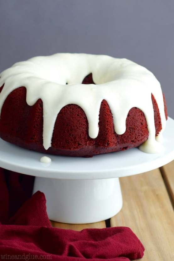 Red Velvet Sour Cream Bundt Cake | Bundt cakes are simple cakes that are perfect for any beginner baker. They come out beautiful every time. The bundt cake pan was originally designed for a thick, dense cake batter like a pound cake. These bundt cakes are foolproof recipes that are super impressive and taste delicious! So let's get started, here are 18 Bundt Cake Recipes That Anyone Can Make! #xokatierosario #easybundtcakerecipes #bundtcakesrecipes #bundtcakesdecorations