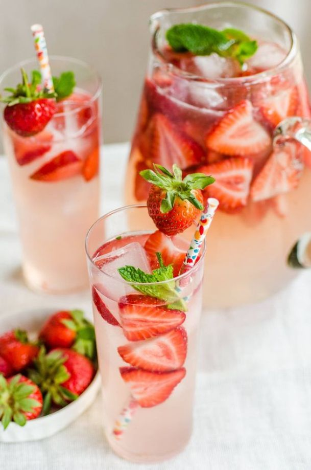 Strawberry Gin Smash | These sparkling drinks are fantastic for summer entertaining. Whatever sparkling drinks you choose to make this summer, your thirst will be quenched, and you'll stay relaxed and happy in the summer heat. Here are 14 Sparkling Drinks That'll Keep You So Refreshed! #xokatierosario #sparklingdrinks #sparklingcocktails #sparklingnonalcoholicdrinks #summerentertaining