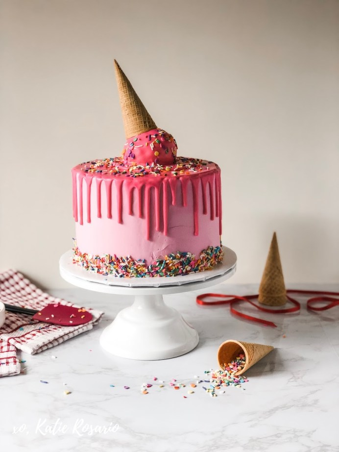 Have you ever wondered how to make mouthwatering drip cakes? Drip cakes can be described as dreamy and decadent! You can use a variety of colored chocolate or go with the classic dark chocolate drip that makes a beautiful contrast to smooth buttercream. These nine drip cake tutorials will show you how you can make your drip cake creations at home. #xokatierosario #chocolatedripcakes #dripcake #cakedecoratingtips #ganachedrip