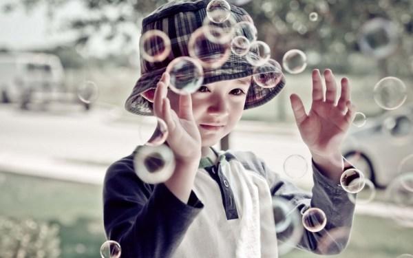 Картинки мальчик скачать для рабочего стола, фотографии пузыри