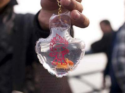 Live goldfish inside keychains