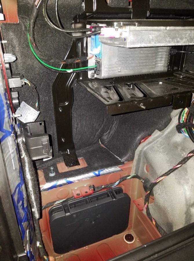 base audio amp install 2011 35i  jl audio  xoutpost