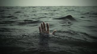 alone-in-water