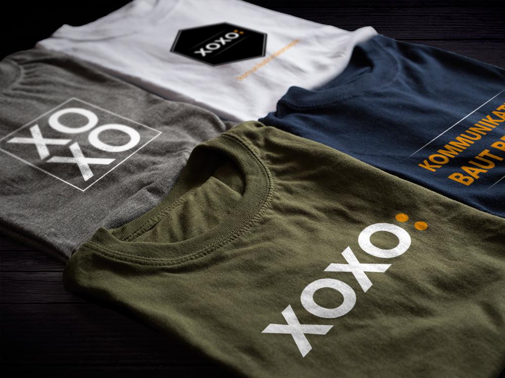 """Bedruckte Tshirts - xoxo: und """"Kommunikation baut Brücken"""""""