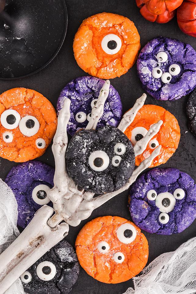 Candy shouldnt have all the … Halloween Monster Eye Crinkle Cookies Xoxobella