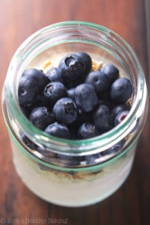 blueberry-pie-protein-overnight-oats_6583