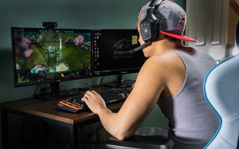 Gamer rapaz jogando Videogame GamerPlay