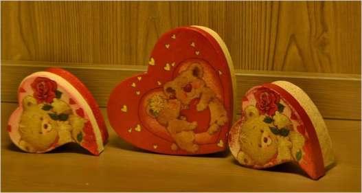 Trzy pudełka w kształcie serc