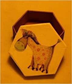 Fioletowy osiołek, idealne pudełko na prezent dla dziecka.