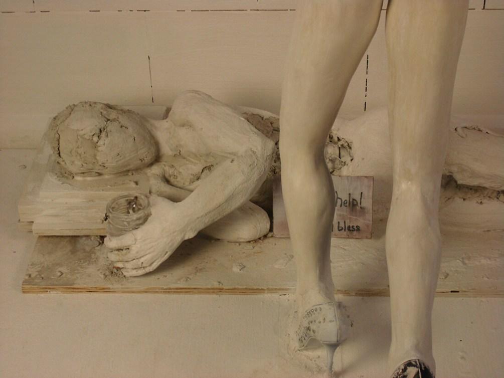 """""""Please Help!"""" sculpture installation by mekasso"""