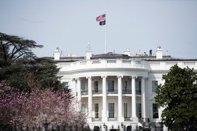 特朗普突然签行政令,禁止美国人投资相关中国公司,影响海康威视等31家企业