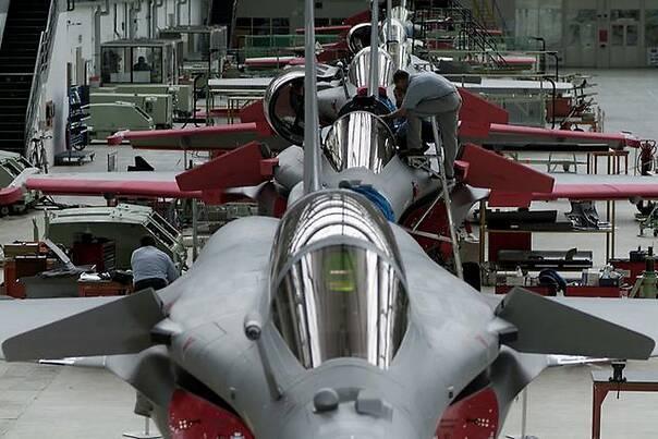 菲律宾前总统,带300箱行李、上百亿逃往美国,下飞机全被没收