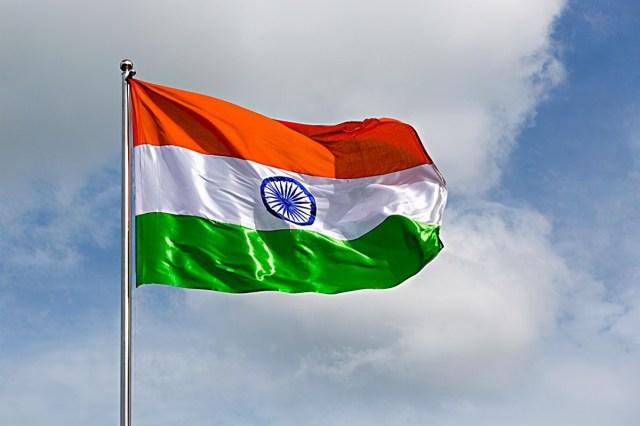 邓小平访美险遭暗杀,我方仅随行8名安保,两次遇袭邓都神态镇定