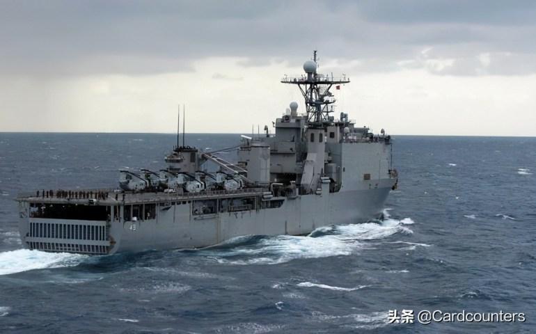 亚裔女子纽约逛街,突遭黑人女子拿锤子砸头,还被要求摘掉口罩