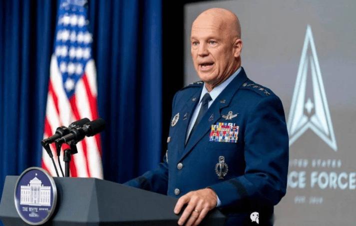 硬碰硬!美航母战斗群刚进入南海,中国轰炸机群挂载反舰导弹出击