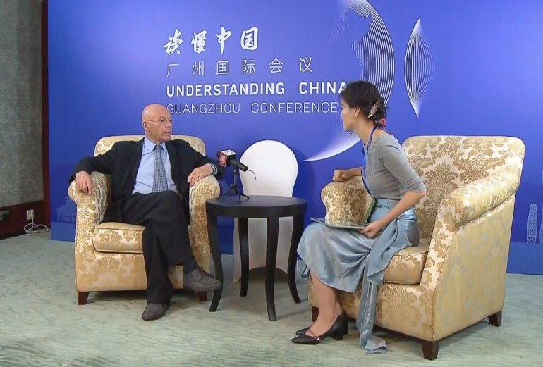 越南日新增确诊数持续过万,广西向越捐赠80万剂国药新冠疫苗