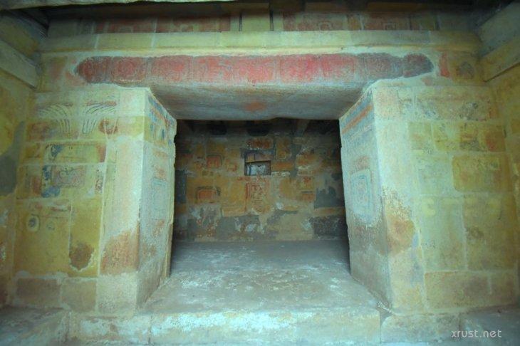 Чудо: древняя гробница «восстала» из под земли