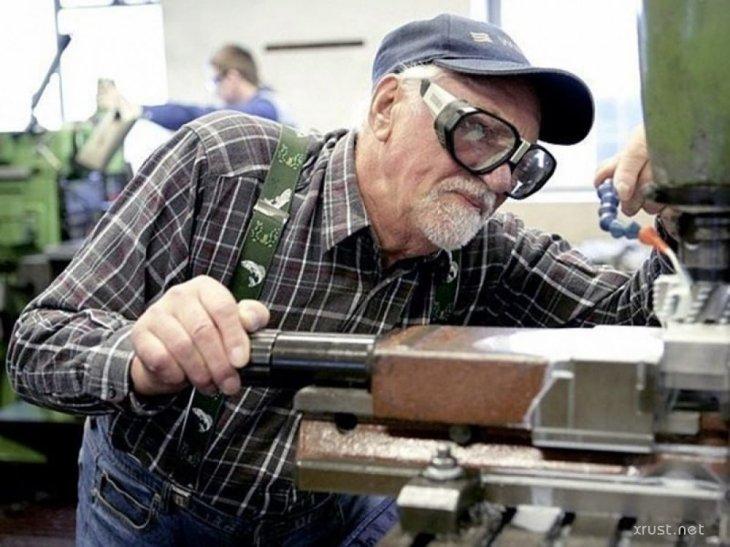 Работающим пенсионерам пообещали компенсацию: кто и как сможет ее получить?