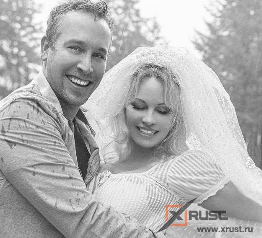 Памела Андерсон вышла замуж за 40-летнего телохранителя