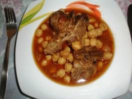 Κατσικάκι με Ρεβύθια...Ροδίτικη Συνταγή