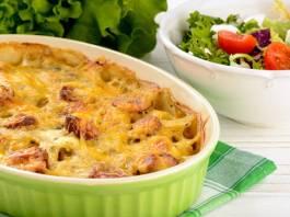 λουκανικα με πατάτες και τυρί