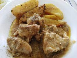 χοιρινό λεμονάτο με πατάτες