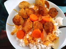 Κεφτεδάκια κοκκινιστά με ρύζι basmati