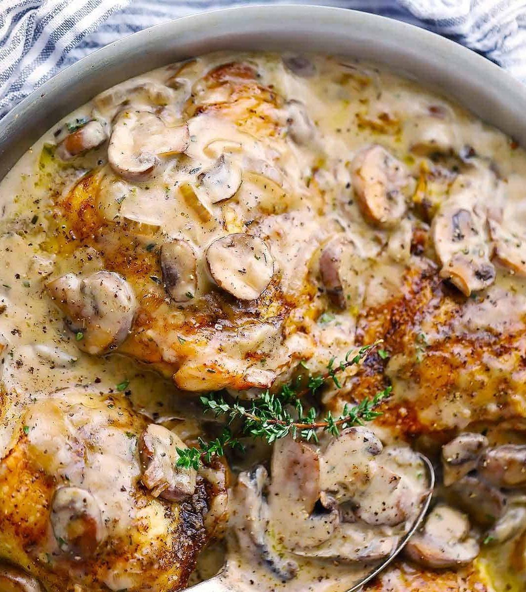 Κοττόπουλο με σάλτσα μανιτάρια
