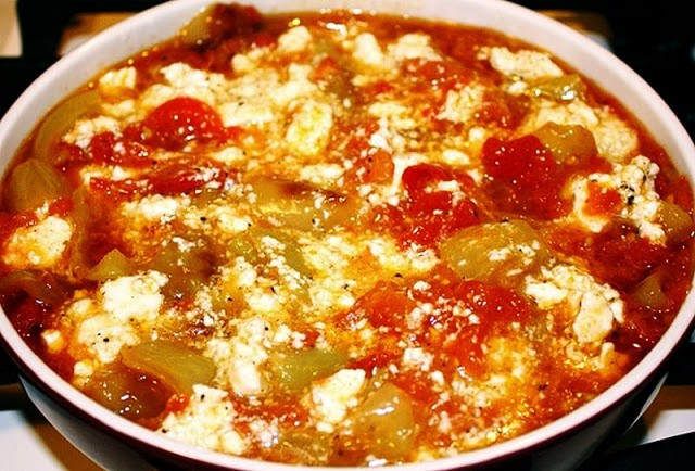 Πιπεριές με ντομάτες και αυγά