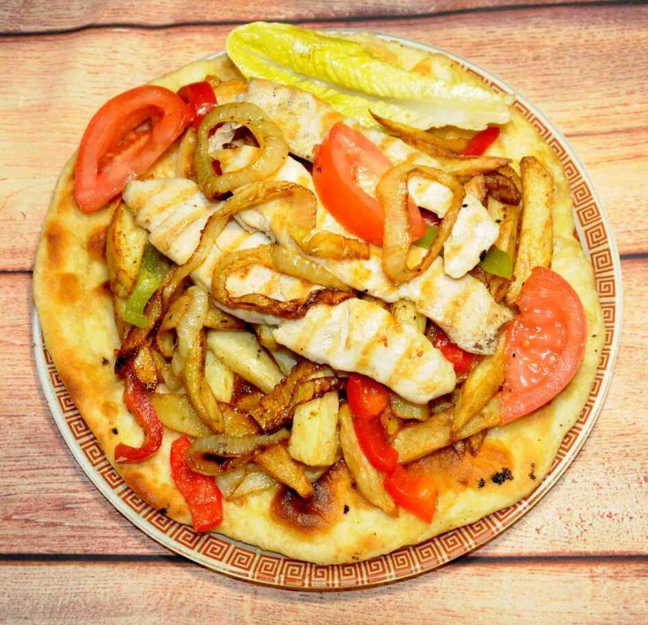 Φιλέτο-κοτόπουλου-με-πατάτες-και-πίτα